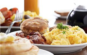 Complimentary Breakfast in Best Western Plus Bayside Inn, California